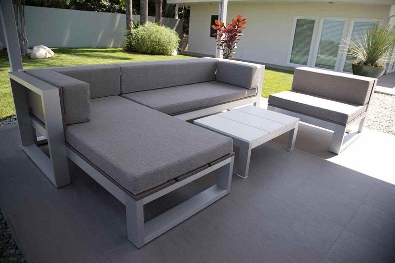 Mẫu sofa chân sắt phong cách lịch sự