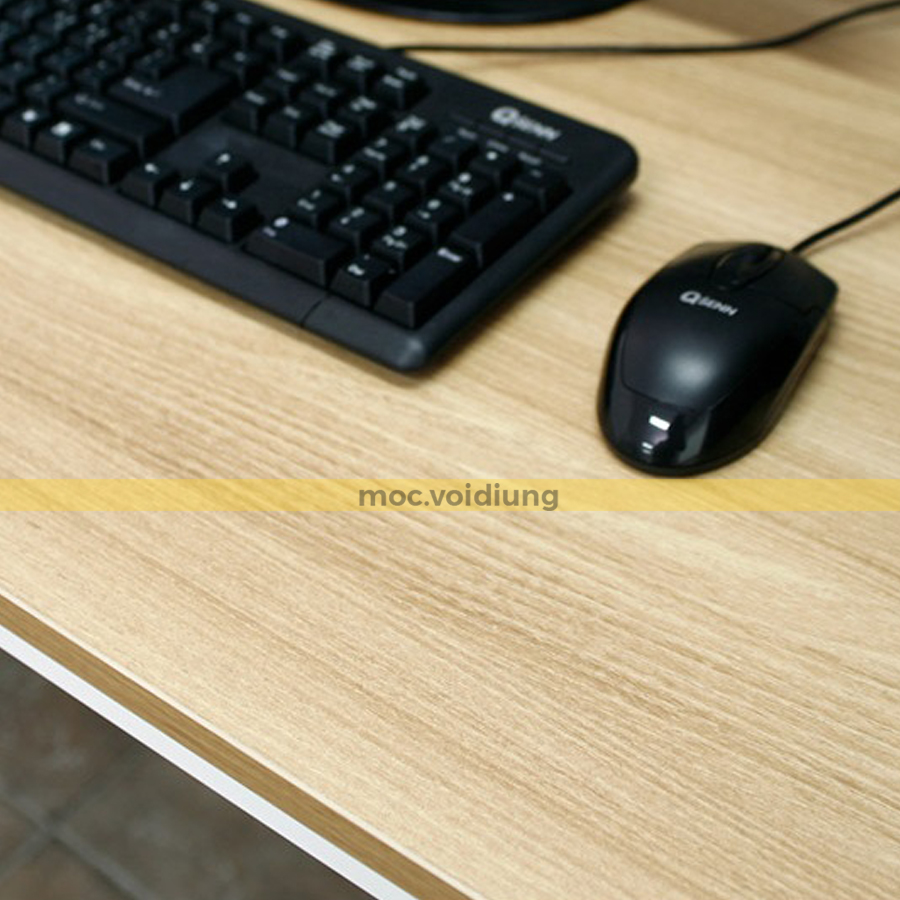 Mặt bàn được làm từ chất liệu gỗ melamine vân sồi