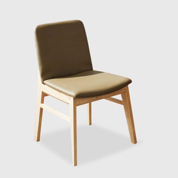 Ghế làm việc có nệm dựa lưng, êm ai, không mỏi, chân gỗ chắc chắn.