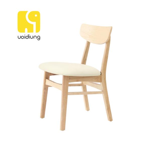 Ghế làm việc có thiết kế đẹp có nệm nỉ giúp bạn tránh tình trạng mỏi người khi sử dụng lâu.